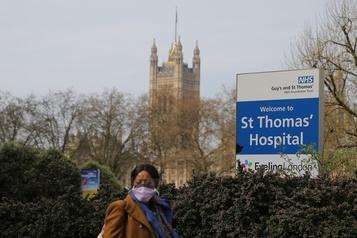 Boris Johnson «stable» aux soins intensifs