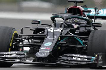 GP du 70e anniversaire: les Mercedes donnent de nouveau le ton aux essais libres)