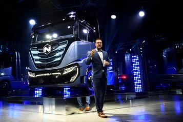 Le fondateur du fabricant de camions Nikola, accusé de mensonges, démissionne)