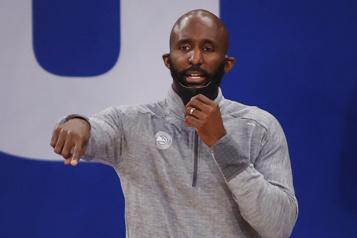 NBA Les Hawks d'Atlanta congédient leur entraîneur-chef)