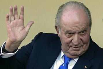 Espagne L'ex-roi Juan Carlos toujours cerné par des enquêtes sur sa fortune opaque)