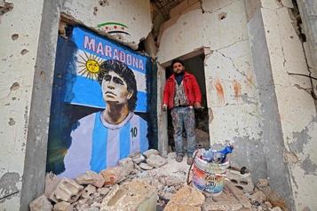 Une fresque de Maradona au milieu des ruines syriennes)
