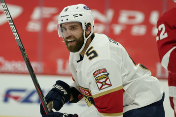 Les Panthers retrouvent Aaron Ekblad pour le camp)