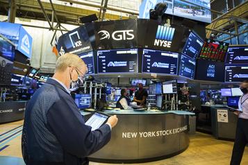 À Wall Street, le regain de la pandémie fait plonger les indices)
