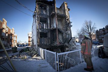 Un incendie ravage un immeuble à logements dans Pointe-aux-Trembles
