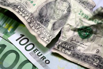 L'euro au plus bas face au dollar américain en près de trois ans