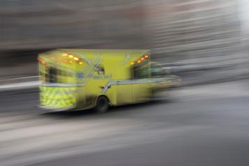 Un éboueur percuté par une camionnette à Montréal