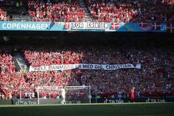 Euro Danemark-Belgique brièvement interrompu pour rendre hommage à Eriksen)