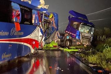 Sept morts et 30 blessés dans une collision en Équateur