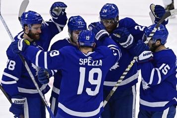 Les Leafs battent les Oilers 4-2)