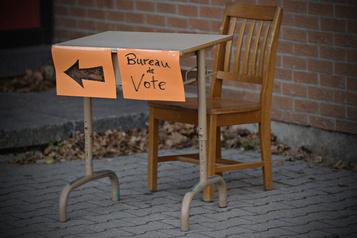 Québec maintient les élections scolaires pour les anglophones