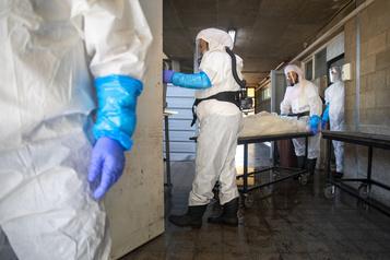 COVID-19 Le bilan de la pandémie dans le monde: plus de 998400morts)