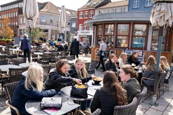 Cafés et restaurants rouvrent au Danemark)