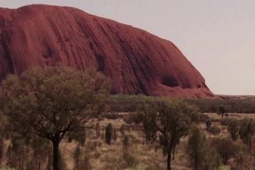 Australie: le mont Uluru bientôt interdit aux touristes)