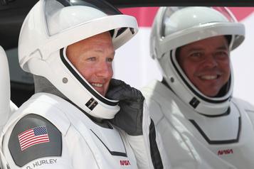 Deux astronautes américains en route pour la Terre à bord de la capsule SpaceX)