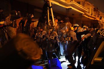 Homme noir tué par la police Flambée de violence à Philadelphie)