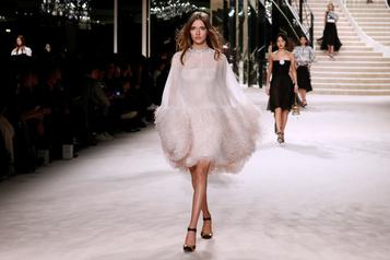 Chanel célèbre l'excellence des métiers d'art lors d'un défilé