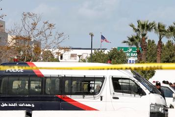Double attentat suicide devant l'ambassade des États-Unis à Tunis: unmort et sixblessés