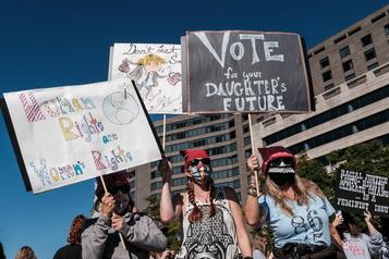 Des milliers de femmes dans les rues pour manifester leur opposition à Trump)