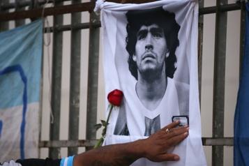 Diego Maradona a été «abandonné à son sort» par l'équipe soignante)