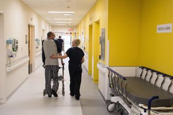 Léger assouplissement des visites dans les hôpitaux)
