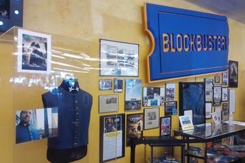 Le dernier magasin Blockbuster se loue pour des soirées-pyjama nostalgiques)