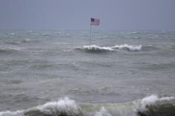 La tempête Isaias remonte la côte est des États-Unis)