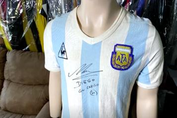 Soccer Un chandail de Maradona vendu plus de 300 000 $ ?)