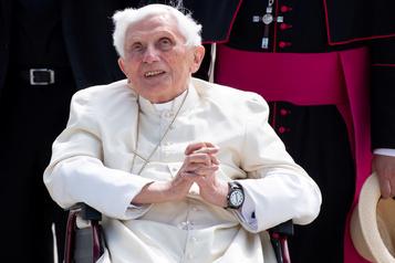 Benoît XVI, atteint d'un zona au visage, va mieux)