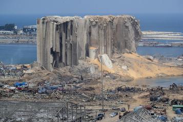 Beyrouth: le président libanais évoque «la négligence» ou «un missile»)
