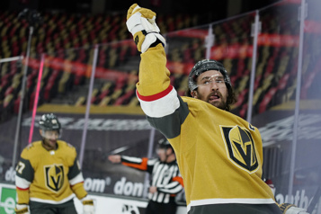 Les Golden Knights demeurent invaincus)
