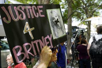 En larmes, Britney Spears réclame de nouveau une levée de sa tutelle)