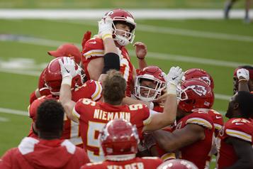 NFL Les Chiefs défont les Chargers en prolongation)