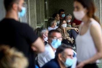 Le bilan de la pandémie dans le monde: plus de 573 000 morts)