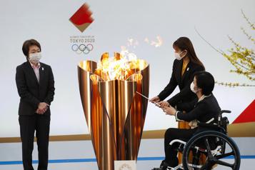 Jeux de Tokyo Début du relais de la flamme olympique à Fukushima, sans spectateurs)
