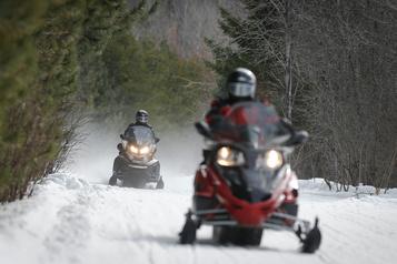 Motoneige: Québec va exiger une formation des guides et touristes