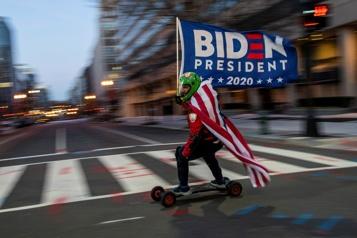 Les États-Unis tournent la page Trump, Biden s'installe à la Maison-Blanche)