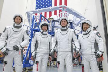Météo défavorable Le vol habité de SpaceX vers l'ISS reporté d'une journée )