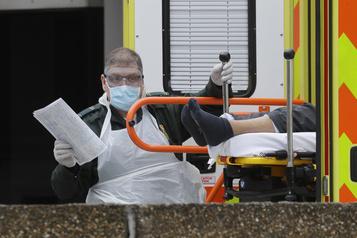 Royaume-Uni: 381 morts de plus, record en une journée