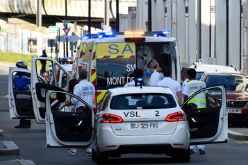 COVID-19: au moins 6500 morts en France