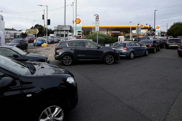 Pénuries d'essence au Royaume-Uni Gouvernement et professionnels constatent des signes de stabilisation)