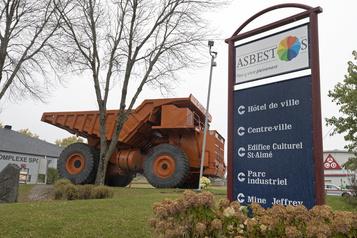 Asbestos devient Val-des-Sources: «un moment historique», dit le maire)