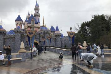 COVID-19: Disneyland repousse sa réouverture en Californie)