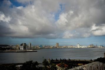 La tempête Laura traverse Cuba et se dirige vers les États-Unis)