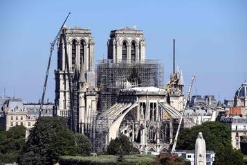 Deux manuscrits d'Alain Souchon vendus aux enchères pour Notre-Dame de Paris