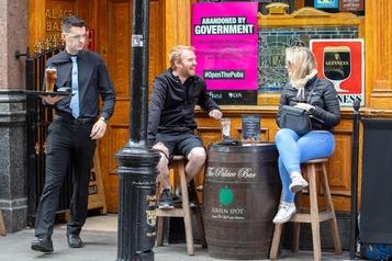 Coronavirus: tous les pubs rouvrent en Irlande, sauf à Dublin)