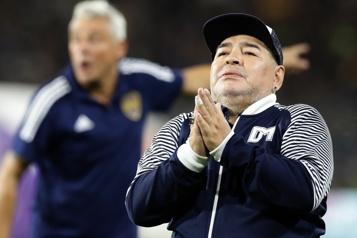 Mort de Diego Maradona Son infirmier de nuit avait ordre de «ne pas le réveiller»)
