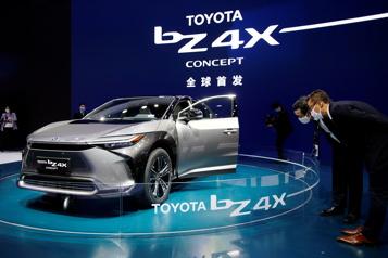 Toyota, champion de l'hybride, prend le virage de l'électrique)