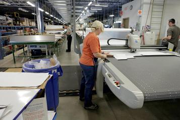 Ottawa passe une commande de 11millions de blouses médicales à Logistik Unicorp)