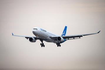 Un vol d'Air Transat forcé de s'arrêter à Paris